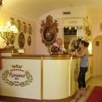 Front Desk/Entry at Hotel Romance from www.hotelromance.it - Rome